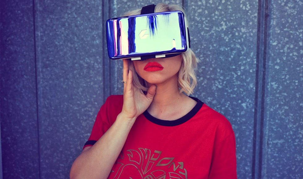 woman wearing a vr glasses