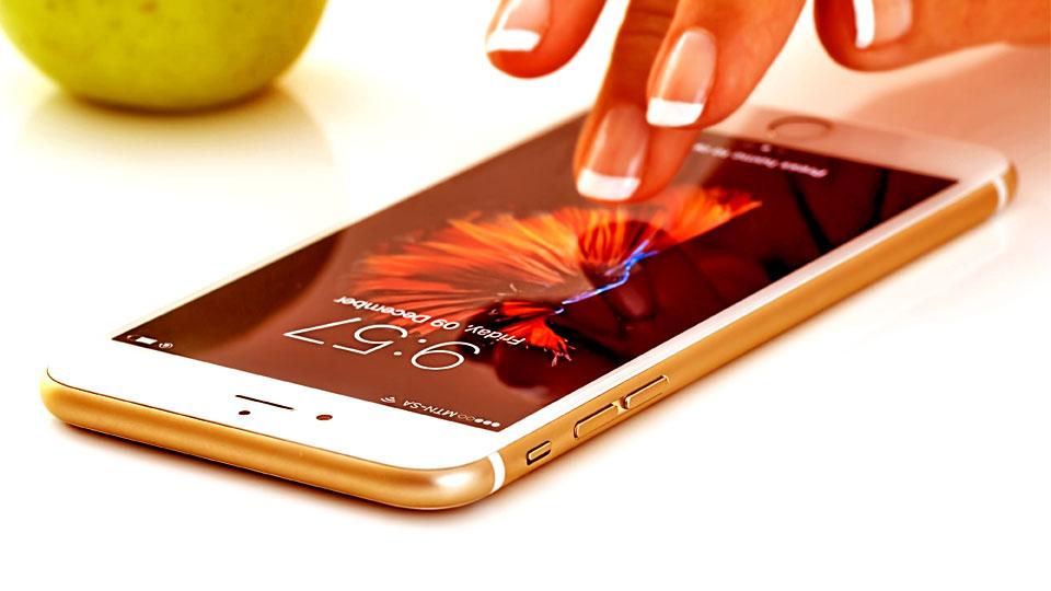 woman hand on smartphone