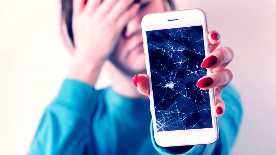 How to fix your broken cell phone: 3 common cell phone solutions