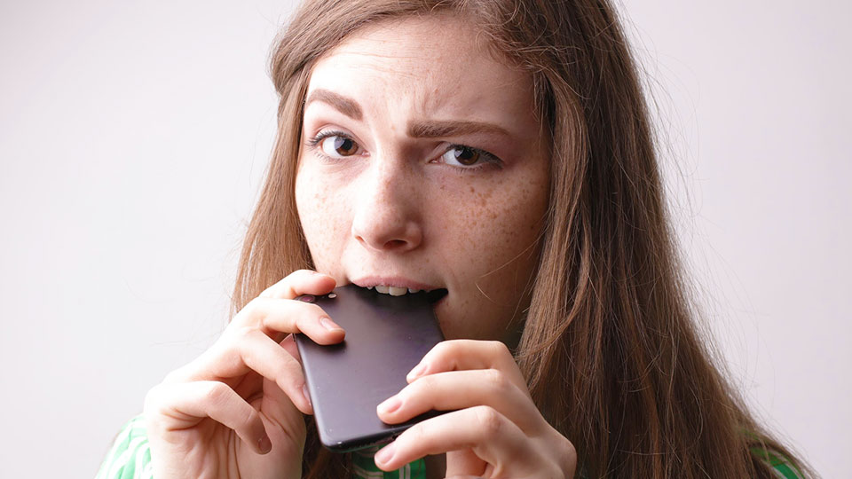 woman with the smartphone in her mouth